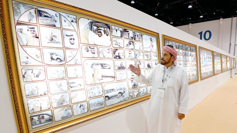 صور الشيخ زايد في رحلات القنص بعدسة الخالدي تزيّن المعرض.  تصوير: إريك أرازاس