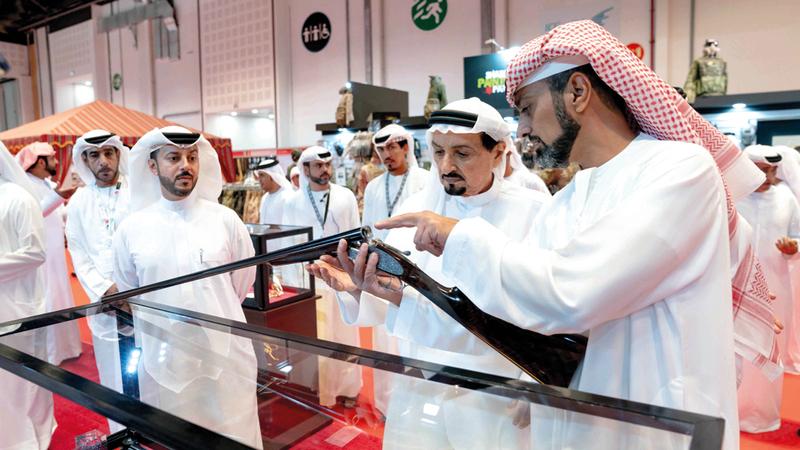 حميد بن راشد النعيمي وعمار بن حميد النعيمي خلال زيارة المعرض.  وام