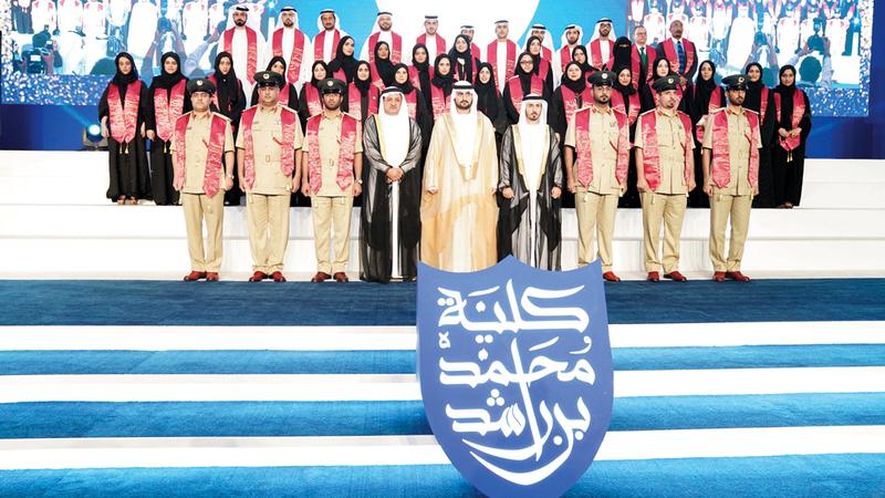 مكتوم بن محمد أشاد بتخريج أفواج جديدة من الطلبة المتسلحين بالعلم لمواجهة التحديات واستشراف المستقبل. من المصدر