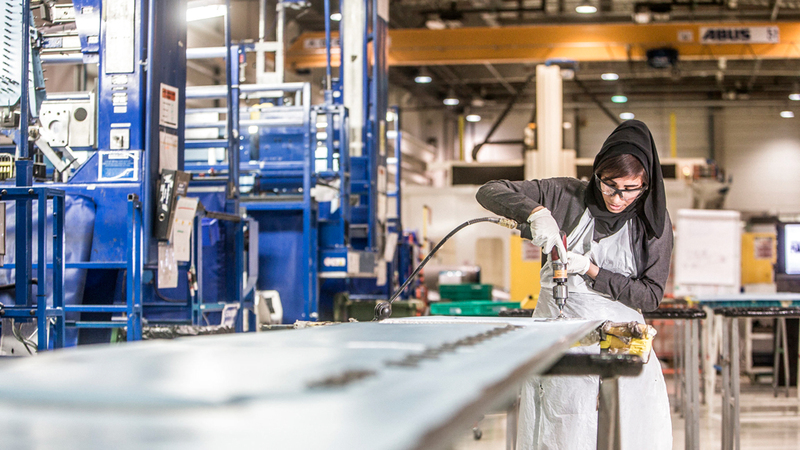المرأة الإماراتية حققت إنجازات كبيرة على المستويات كافة وصارت شريكة للرجل في بناء الوطن ورفعته. الإمارات اليوم