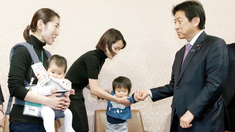 اليابان تحاول تحسين ظروف الأمهات العاملات.  أرشيفية