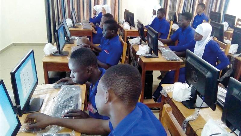 مدارس محمد بن عبيد آل مكتوم تضم مختبرات علمية وقاعات دراسية مكتملة. من المصدر