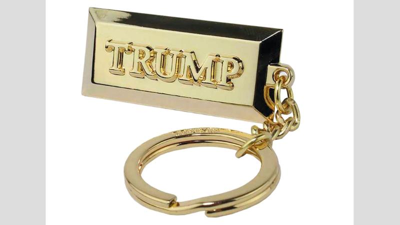 سلسلة مفاتيح تحمل اسم ترامب. أرشيفية