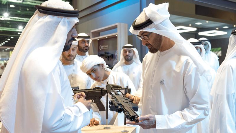 محمد بن زايد اطلع خلال الزيارة على مشاركات عدد من أجنحة المعرض. الإمارات اليوم