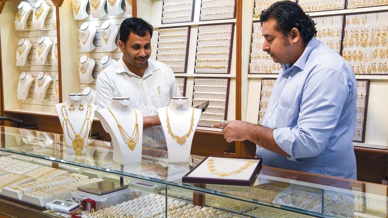 سعر غرام الذهب من عيار 24 قيراطاً بلغ 144.75 درهماً. تصوير: أشوك فيرما