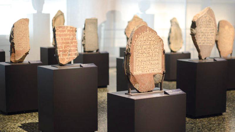 قطع أثرية نادرة من المعرض الذي قدّم التراث السعودي في العديد من دول العالم.  أرشيفية