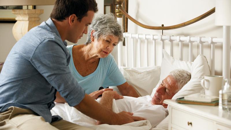 الخدمات الحكومية تحاول تقديم رعاية جيدة للمسنين في منازلهم.  أرشيفية