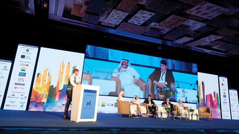 خلال الجلسة الحوارية التي عقدت على هامش «مؤتمر سيتي سكيب 2018».  الإمارات اليوم