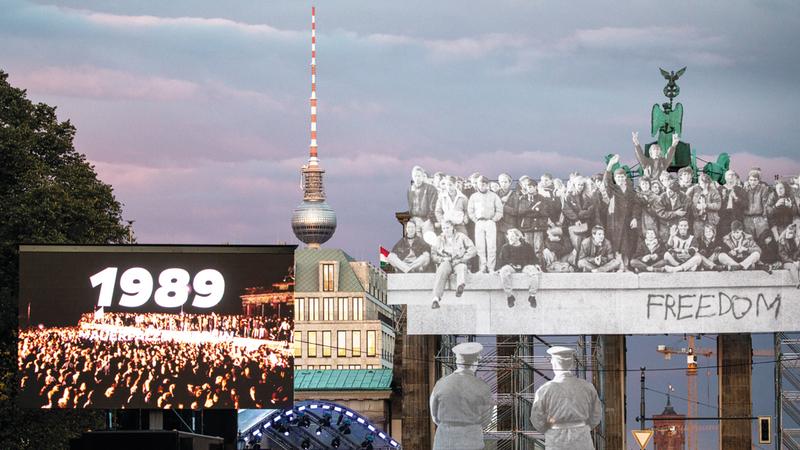 منظر عام لساحة الاحتفال في شارع «17 يونيو» عشية مهرجان يوم وحدة ألمانيا. إي.بي.إيه