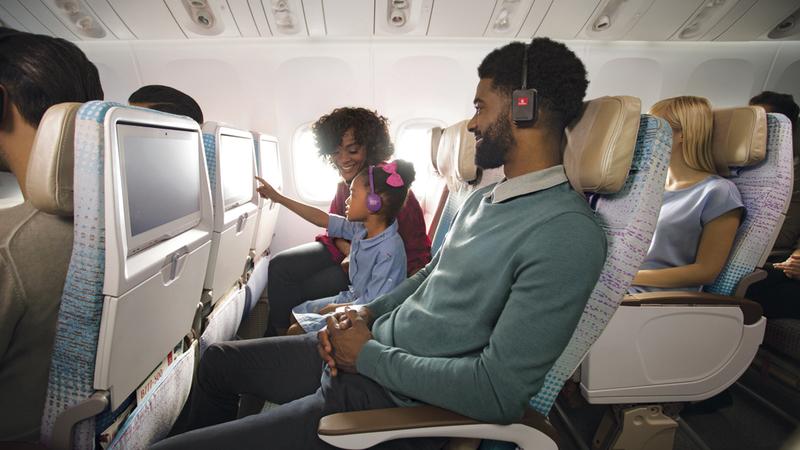 «طيران الإمارات» أول ناقلة جوية في العالم وفرت شاشات تلفزيونية في المقاعد بجميع الدرجات عام 1992.  من المصدر