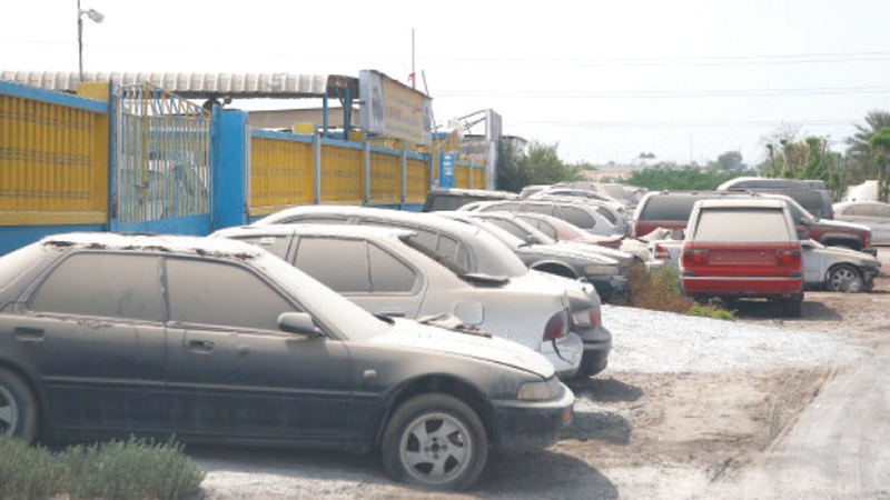 مركبات مهملة ومهجورة في مناطق رأس الخيمة. من المصدر