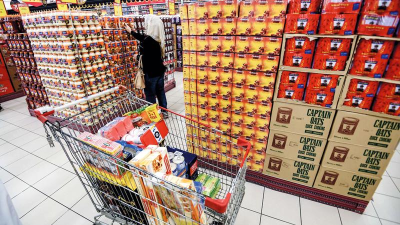 العروض من الوسائل الرئيسة لتخفيف الأعباء عن المستهلكين وتتيح لهم الحصول على سلع بأسعار مخفضة. تصوير: أشوك فيرما