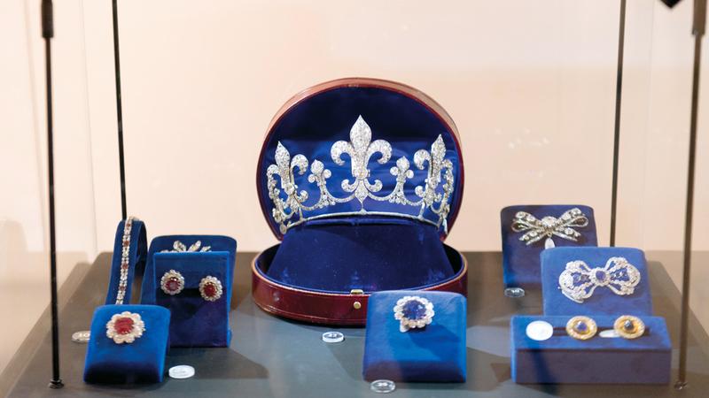 قسم المجوهرات يعرض مجموعة بارزة من المجوهرات التي تعود إلى العائلات الملكية والنبيلة من التاريخ الأوروبي.  تصوير: أحمد عرديتي