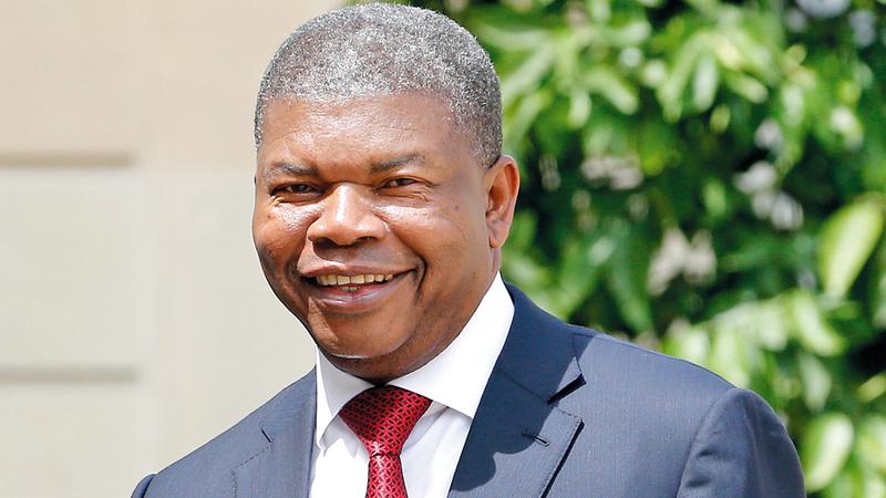 الرئيس الأنغولي جاء لينتشل البلاد من الفساد  بعد أن استشرى فيها.  غيتي