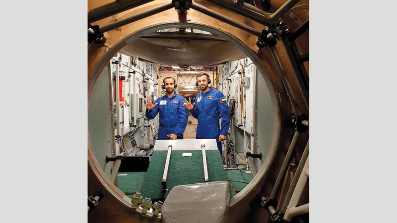 المنصوري والنيادي يخضعان حالياً لتدريبات تأهيلية في روسيا قبل الرحلة التاريخية إلى محطة الفضاء الدولية. من المصدر