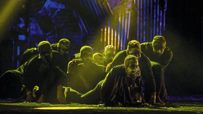 عرض «زمن اليباب» لمسرح دبي الأهلي كشف عن ولادة مجموعة من النجوم الصاعدة والطاقات الإبداعية الشابة. تصوير: أشوك فيرما