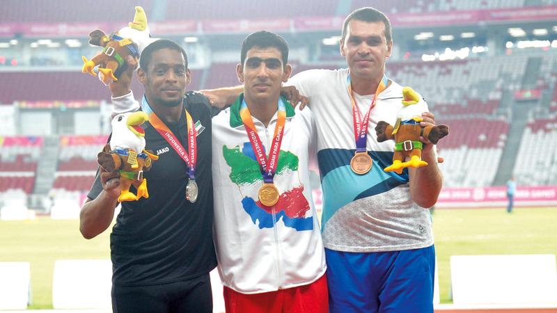 محمد الكعبي فاز بالميدالية الفضية  في دفع الجُلة «إف 36». من المصدر