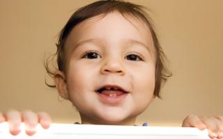 الصورة: 4 عوامل لتأخر ظهور الأسنان عند الأطفال