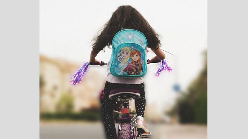 «سارونة» يدور حول طفلة تحصل على دراجة إثر ولادة شقيقتها.  من المصدر