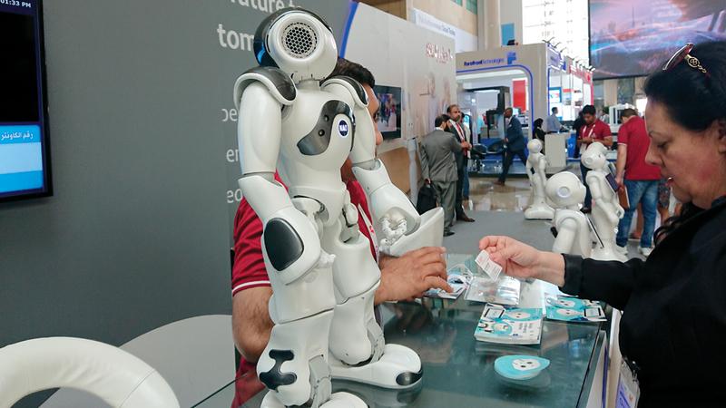 استخدام الروبوتات لم يعد مقتصراً على تأدية حركات بسيطة مثل الترحيب بالأفراد. من المصدر