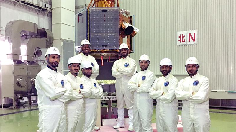 70 مهندساً ومهندسة من أبناء الدولة عملوا في مشروع «خليفة سات». من المصدر
