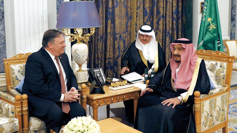 الملك سلمان يلتقي وزير الخارجية الأميركي في الرياض. أ.ب