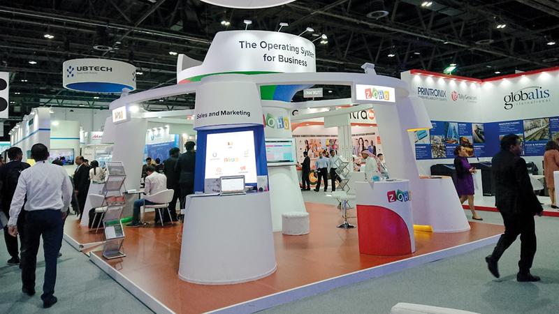 «زوهو» عرضت من خلال جناحها في «جيتكس» 40 تطبيقاً تركز على خدمة الشركات خصوصاً الصغيرة والمتوسطة.  الإمارات اليوم