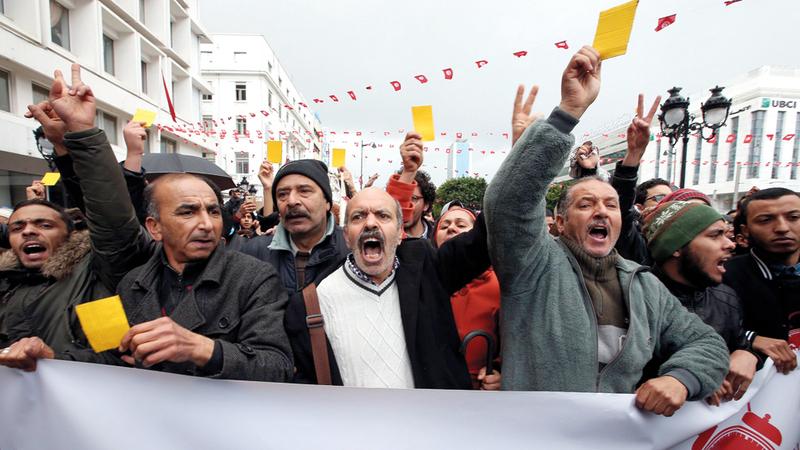عاد الشباب الغاضب إلى الشارع بعد فقدانه الثقة بالأحزاب السياسية. أرشيفية