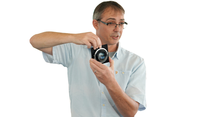 ستيف ماكلاود:  «التقاط الصور عملية تقليدية، لكن الممتع  في المبادرة هو التفاعل، وتعليم الطلبة وسائل  غير تقليدية».