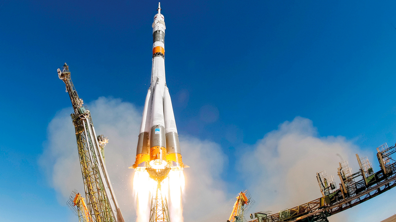 صاروخ سويوز إثر انطلاقه الذي لم يستمر إلا دقيقتين فقط. رويترز