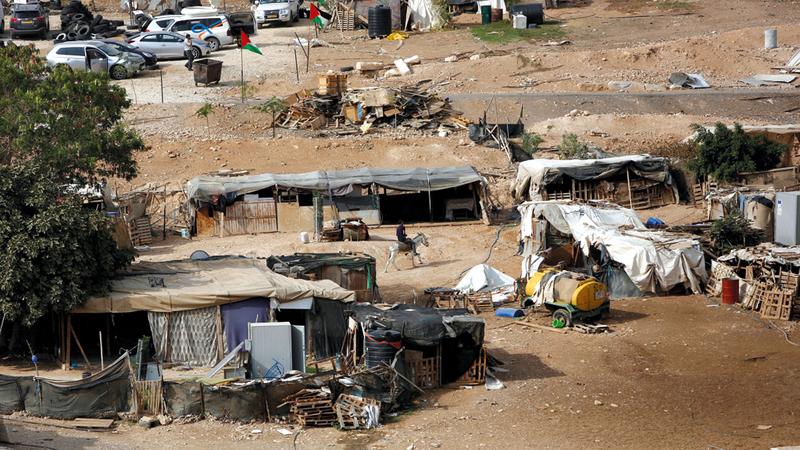 مصير قرية الخان الأحمر بالضفة الغربية بات محط اهتمام كبير في العالم. أ.ب