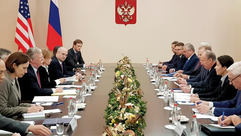 لقاء رئيس مجلس الأمن الروسي ومستشار الأمن القومي الأميركي في موسكو أمس. إي.بي.إيه