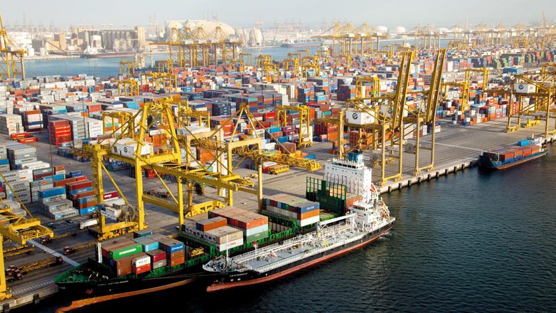 «موانئ دبي العالمية» ناولت 53.6 مليون حاوية نمطية (قياس 20 قدماً) عبر محفظة أعمالها العالمية. أرشيفية