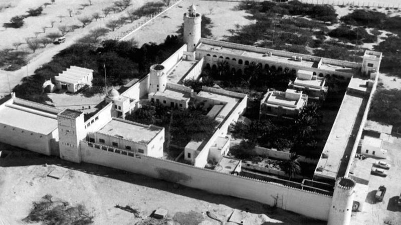 صورة جوية لقصر الحصن في ستينات القرن الـ20.  من المصدر