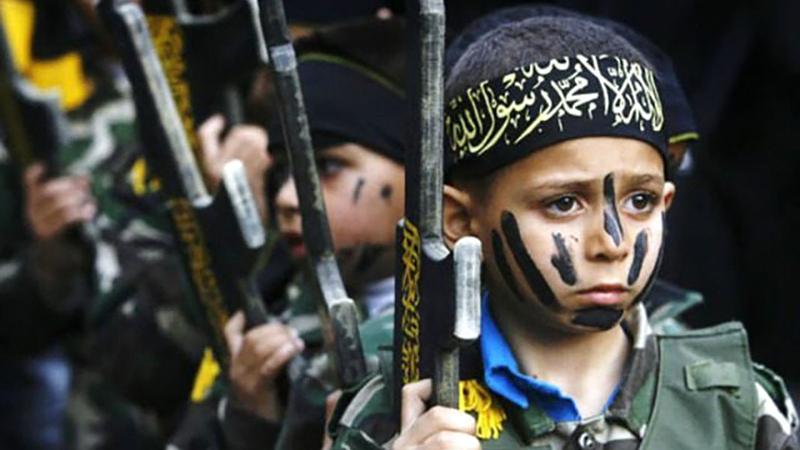 «داعش» يدرّب الصغار على حمل السلاح.  أرشيفية