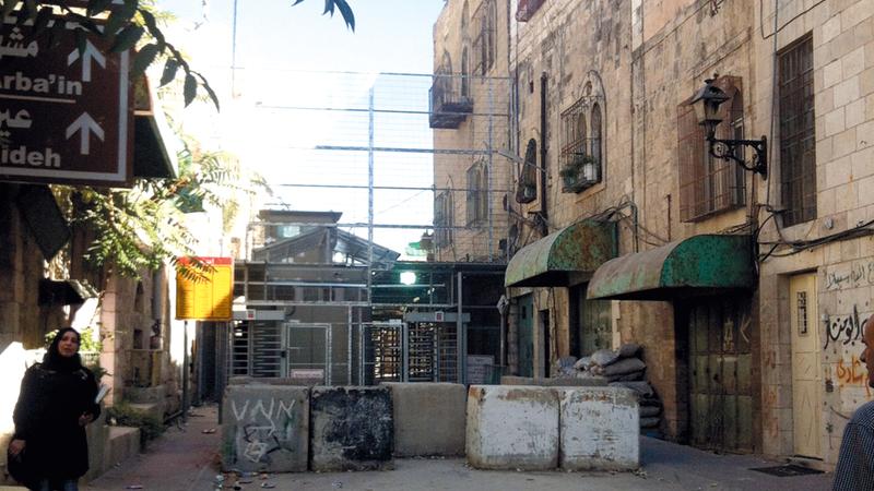 أهالي البلدة القديمة يتعرضون لحصار مطبق بفعل البؤر الاستيطانية الـ 5 المقامة بين منازلهم. ارشيفية