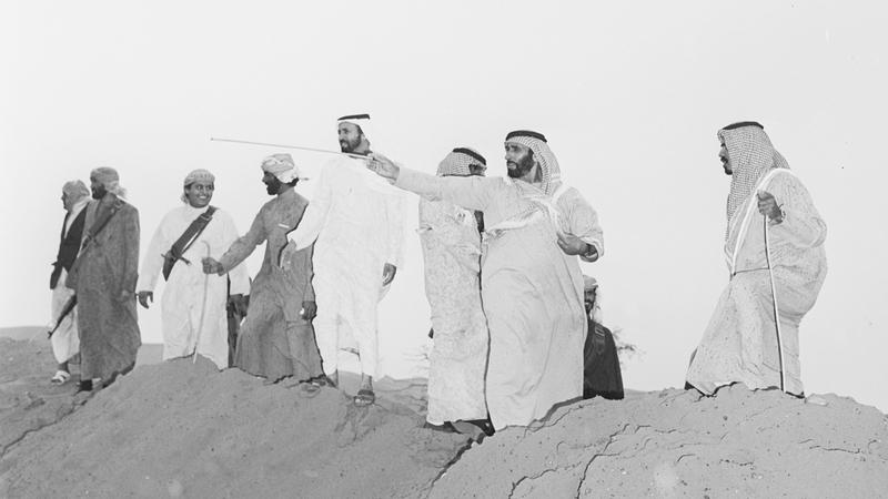 علي المنصوري: بناء الإنسان كان الهدف الأول للشيخ زايد