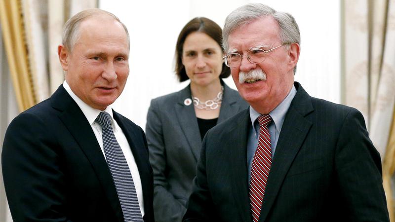 بوتين وبولتون بعد الاجتماع. أ.ب