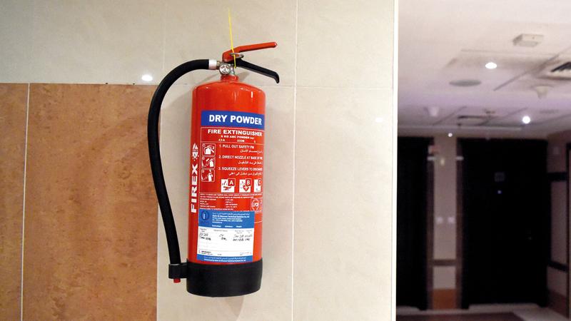 ضرورة توفير مطفأة حريق يدوية ووضعها في مكان مناسب بالمنزل والمطبخ. أرشيفية