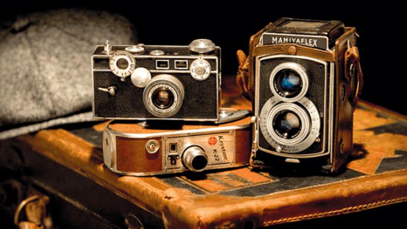 النسخ الأولى من الكاميرا كانت عبقرية في وقتها لكنها تعتبر بالغة البساطة مقارنة بكاميرات اليوم الذكية.  أرشيفية