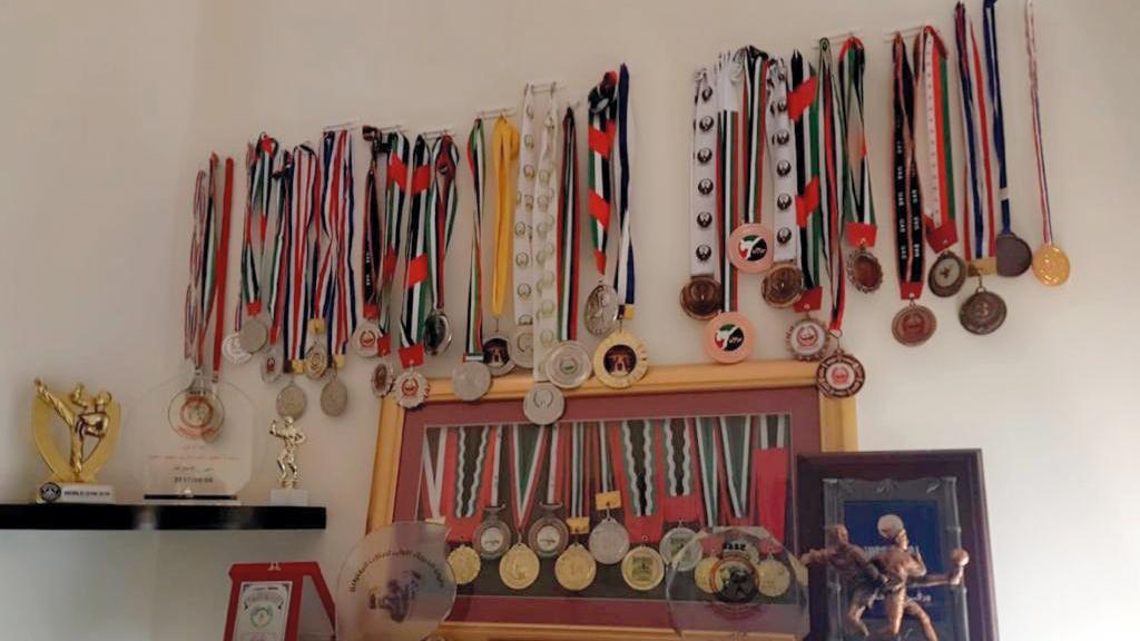 جانب من ميداليات وكؤوس محمد عبدالكريم. من المصدر