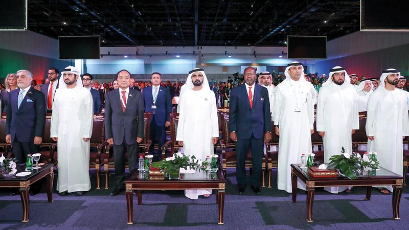 محمد بن راشد شهد الجلسة الافتتاحية للمؤتمر وتمنّى التوفيق في الخروج بقرارات وتوصيات تخدم الحضارة الإنسانية. وام