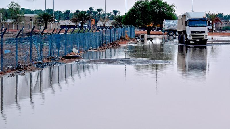 مطالب بإقامة شبكة لتصريف مياه الأمطار على الطرق الداخلية والجبلية والخارجية.  تصوير: باترك كاستيلو