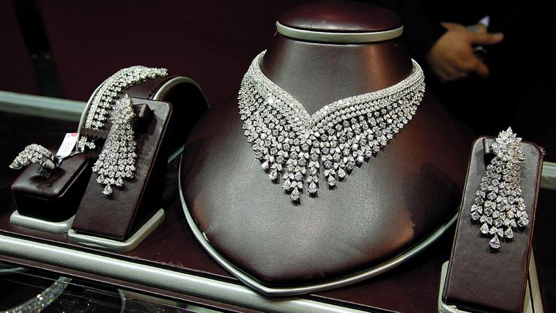 سوق مجوهرات الماس يعاني حالياً بعض مؤشرات البطء في الطلب.  تصوير: باترك كاستيلو