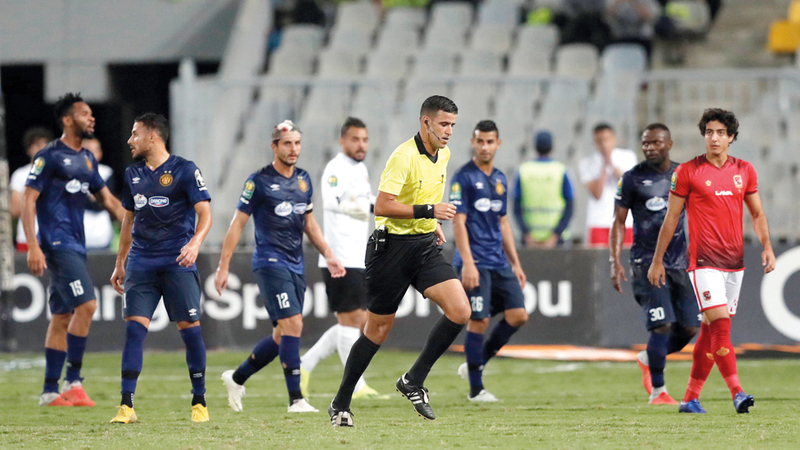 الحكم الجزائري مهدي عبيد أدار مباراة مثيرة للجدل في أبطال إفريقيا. رويترز