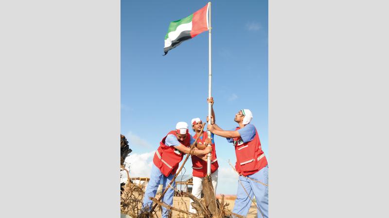رفع عَلَم الإمارات رسالة حب وعطاء من الإمارت إلى مختلف دول العالم. من المصدر
