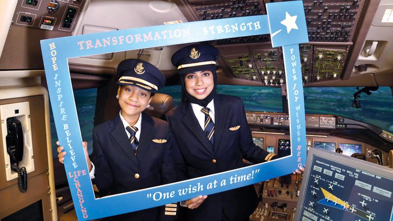 فاطمة تمكنت بإشراف وتوجيه الضابط أول مريم من الإقلاع بمحاكي طائرة البوينغ 777.  من المصدر