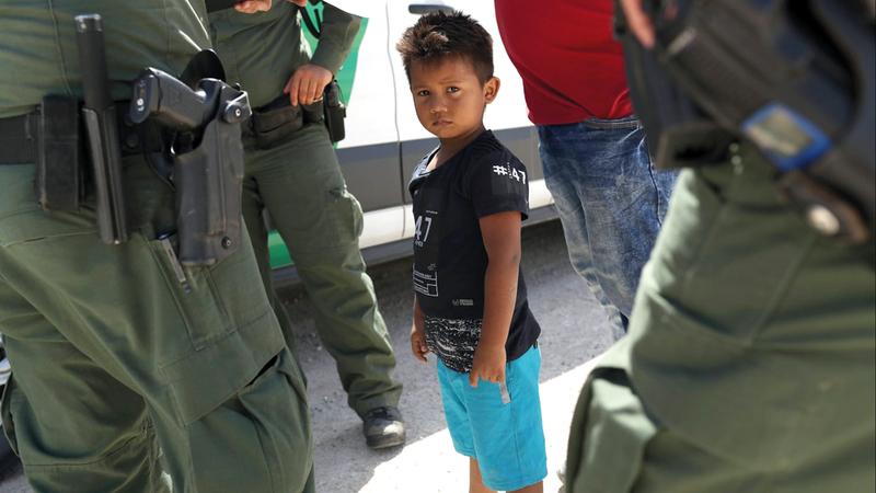 طفل أميركي تم تجنيسه بالولادة يجري عزله عن عائلته لأنها من اللاجئين غير الشرعيين. أرشيفية
