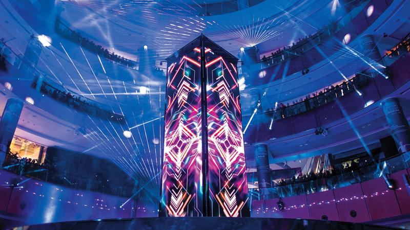 العرض صُمِّم خصيصاً لـ«دبي مول» واستغرق تجهيزه 7 أسابيع.  تصوير: أحمد عرديتي