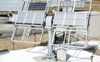 الصورة: ابتكار عربي رائد لحل مشكلات ارتفاع حرارة الألواح الشمسية